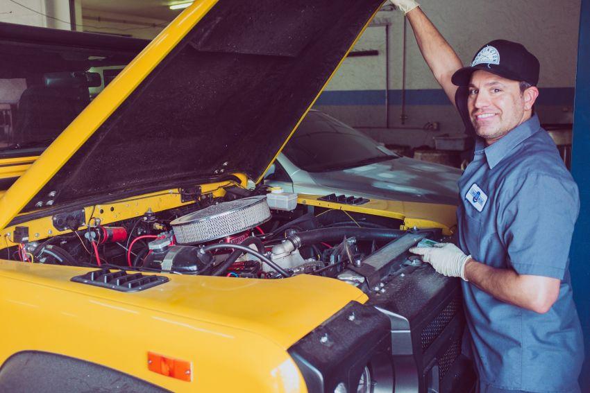 Kakšno izobrazbo potrebujete, da lahko postanete avtomehanik?