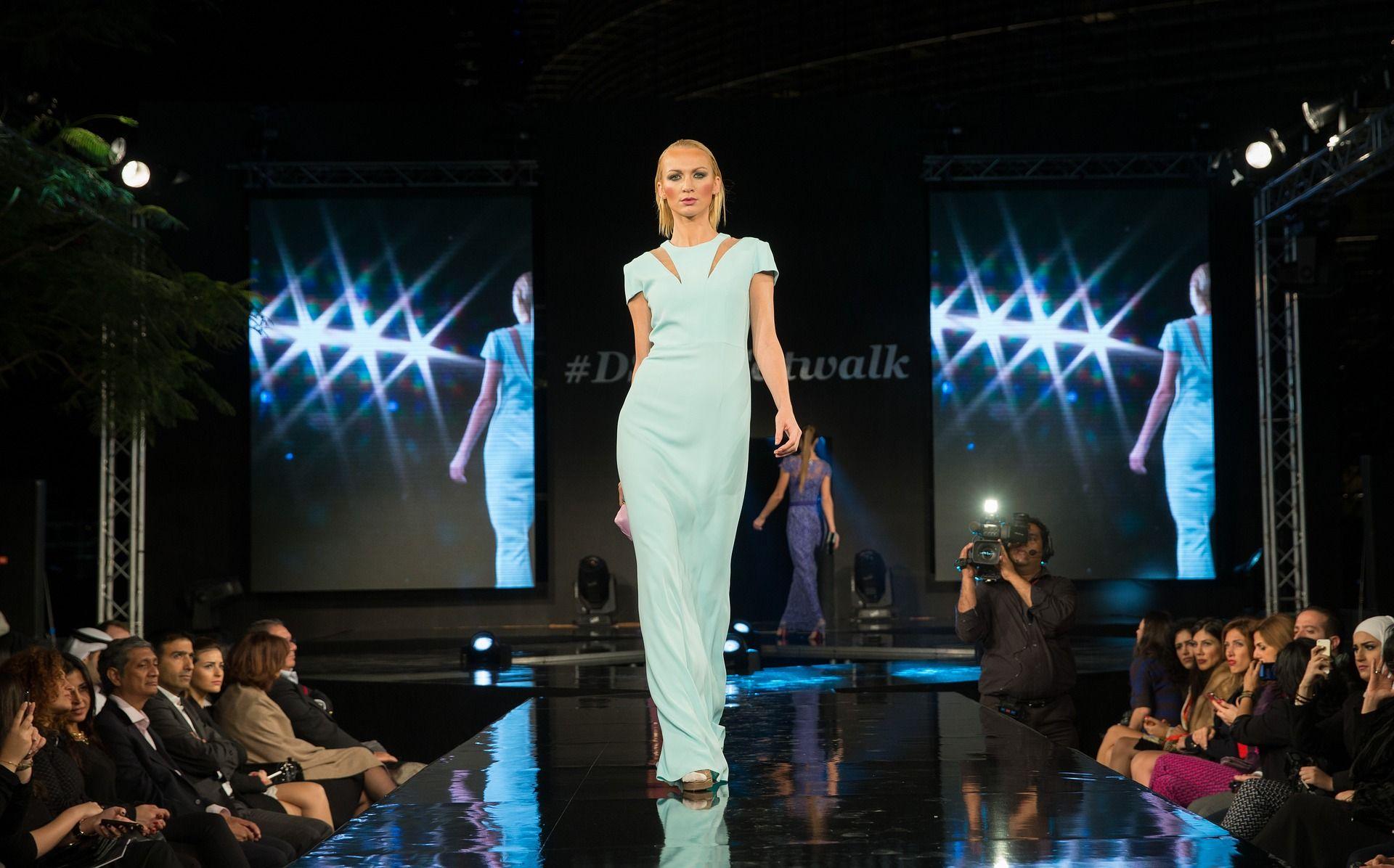 Kako modni oblikovalci začnejo kariero in kje se skrivajo pasti?